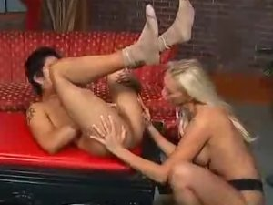 Nicki Hunter In a Bisexual Threesome