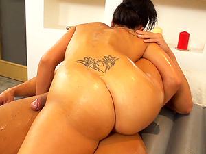 flexi Promesita gives kamasutra nuru massage