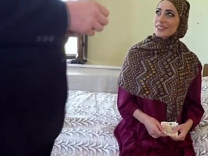 Prime arab cougar has a delicate hairy pussy which is getting smacked in doggy style