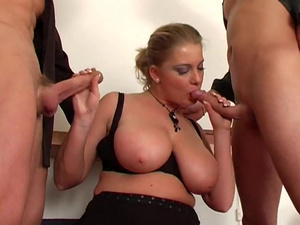 Threesome Fucking Hot Blonde Lady