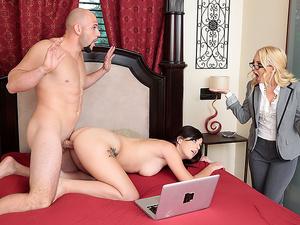 Moms Bang Teens – Homemade Porn With Stepmom