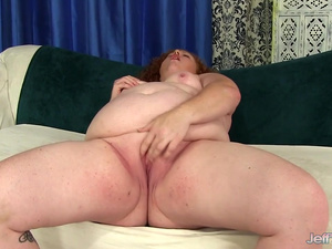 Fat Floozy Scarlett Raven Gets Herself Off with Her Fingers and Sex Toys