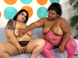 Lesbian BBWs Peaches Love and Bella Bangs Lick Pussy and Use Sex Toys