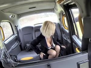 Older lady's big pussy lips opened