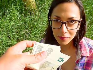 Cash convinces slim beauty to fuck
