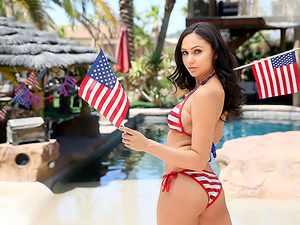 4th Of July With Ariana