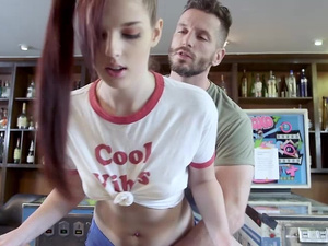 Scarlett Mae pleasures a bigcock with a bj