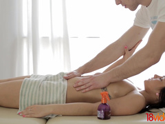 18 Videoz - Alice Smack - Oil massage and anal for teeny