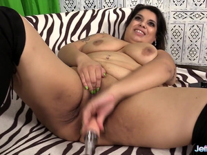 Horny BBW Bella Bangz Almost Breaks a Fucking Machine Getting Herself Off