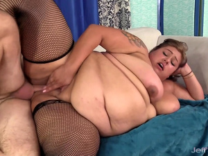 Huge Bellied BBW Veruca Darling Takes a Stiff Cock in Her Mouth and Cunt