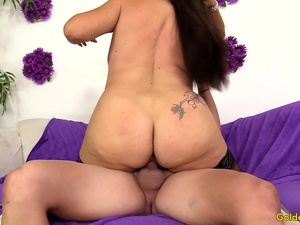 Older Floozy Leylani Wood Sexually Satisfied with a Long Cock