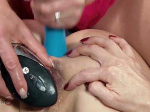 HITZEFREI Texas Patti drills Dirty Tina's ass with toys