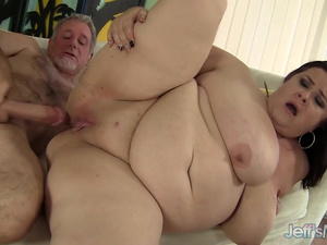 The Premium Plumper Experience with Dazzling Mature Lady Lynn