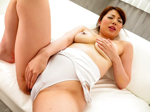 Reika Ichinose soft Japanese threesome scenes - More at javhd.net