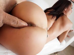 Latina Alexis: Blowjob, Fuck, Oral Cum