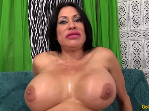 Fucking Machine Stretches Hot and Busty Mature Sheila Marie