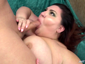 Plumper Seductress Bella Bendz Shows Her Lover All Her Naughty Skills