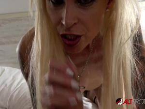 Tattooed German MILF Sophie Logan sucks a big cock