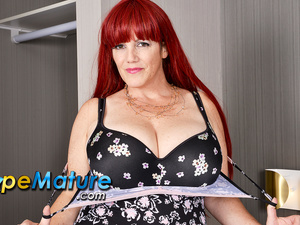 EuropeMaturE Gigantic Mature Breasts of Roxee Showed off as a Punishment