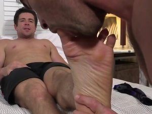 Trenton and Link Worship Each Others Feet - Trento/Link
