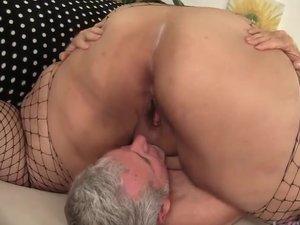 Super Fatty Mia Riley gets sucks and fucks