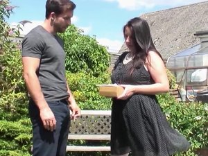 Chubby British housewife fucking in the garden