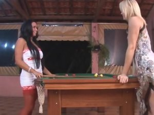 Reana and Deise shemale fucking lady on video